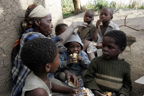2史瓦濟蘭柏隆加(Bulunga)計畫區馬哈許拉尼村(Mahashulane)現年78歲的恩康布里(Nkambule)太-1.jpg