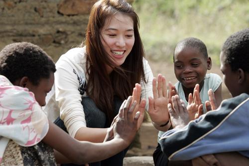 6_住在史瓦濟蘭盧邦波(Lubombo Plateau)計畫區曼巴尼(Mambane)社區的5個孩子,在父母相繼去世後由-1.jpg