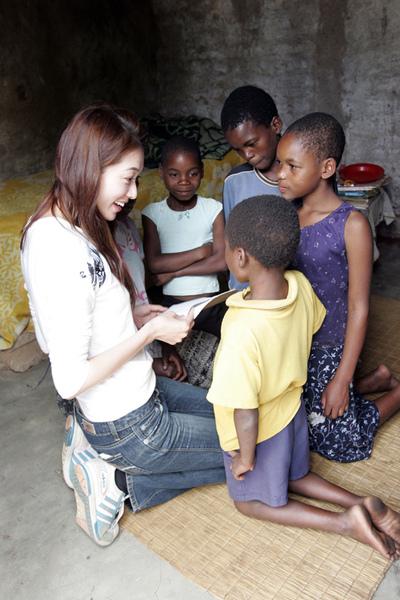 15_住在史瓦濟蘭盧邦波(Lubombo Plateau)計畫區曼巴尼(Mambane)社區的5個孩子,在父母相繼去世後-1.jpg