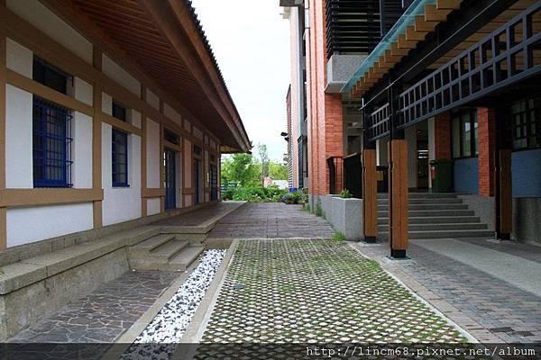 1000602-台南市忠義國小圖書館(舊神社)- (2).JPG