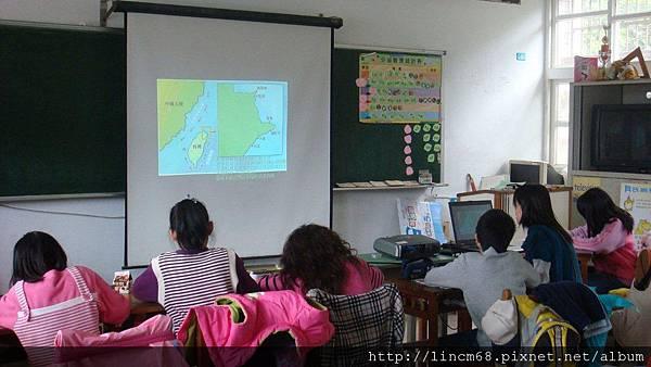 11觀看礁石爺爺多媒體教材.JPG