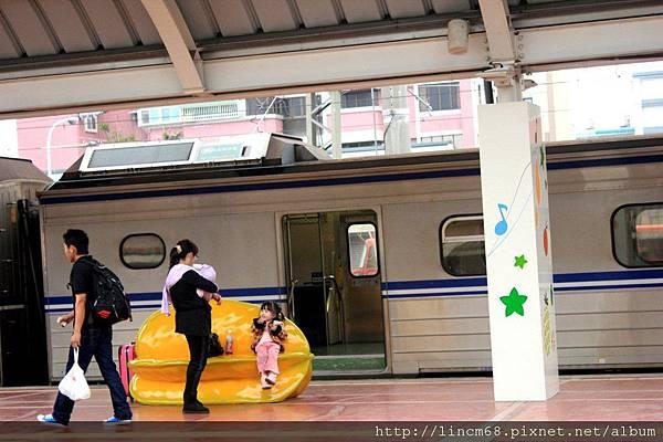2011.11.21 斗六火車站月台水果造型座- 022.jpg