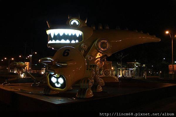 1010127-守護天使機械獸-李明道-南港車站- (2).JPG
