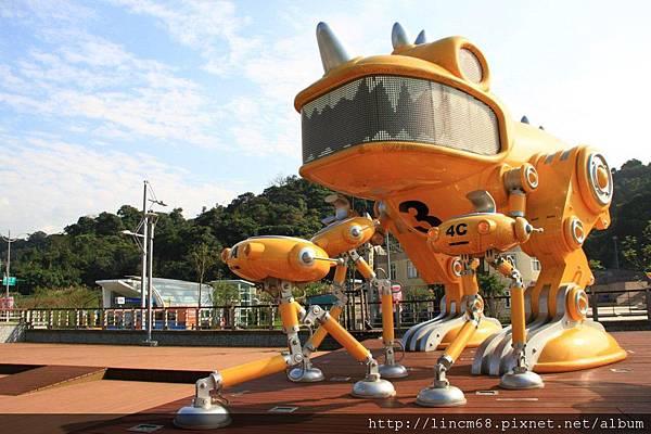 1010205-守護天使機械獸-李明道-南港車站- (6).JPG