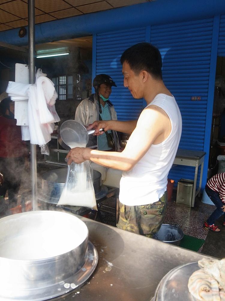 台南美食-趙家燒餅(傳統手工缸爐炭烤)