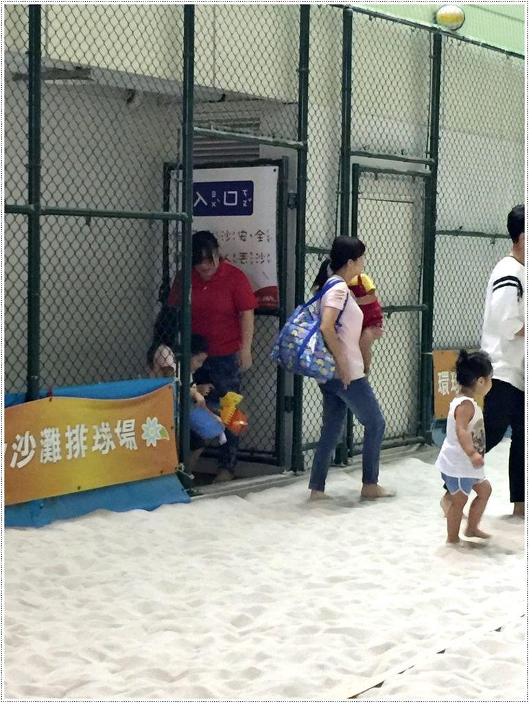 高雄親子-環球新左營-室內沙灘排球場~親子娛樂好地點
