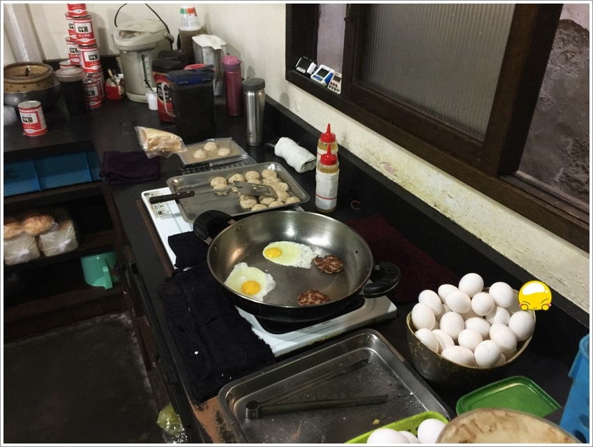 台南美食-食尚玩家-哈利速食自製小漢堡肉、好喝奶茶