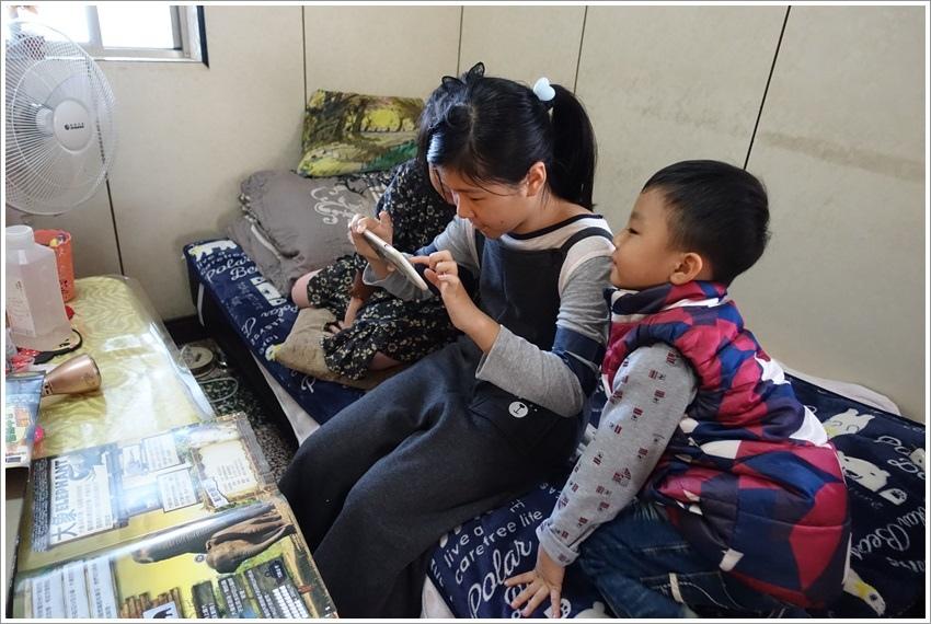 台南親子-博寶樂AR互動智慧圖書AR、VR實境科技,在家裏就能看見非洲獅子,不用上太空就可看見旋轉星球,還能與史前恐龍近距離接觸,讓孩子身歷其境,從互動中有趣學習