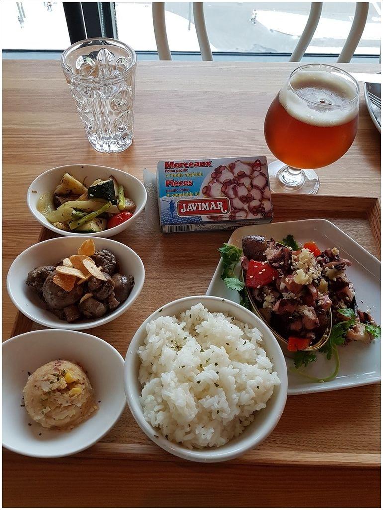 章魚料理+啤酒.jpg