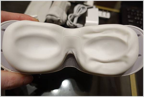 開箱-AURAI水波式按摩眼罩眼部舒壓只需6分鐘!冷敷熱敷皆可真是舒服