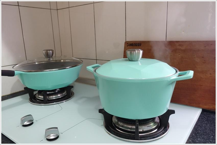 開箱-NEOFLAM夢幻鑽石貴婦鍋具組鑽石造型時尚顏色炒鍋、煎鍋與湯鍋,無毒不沾鍋子