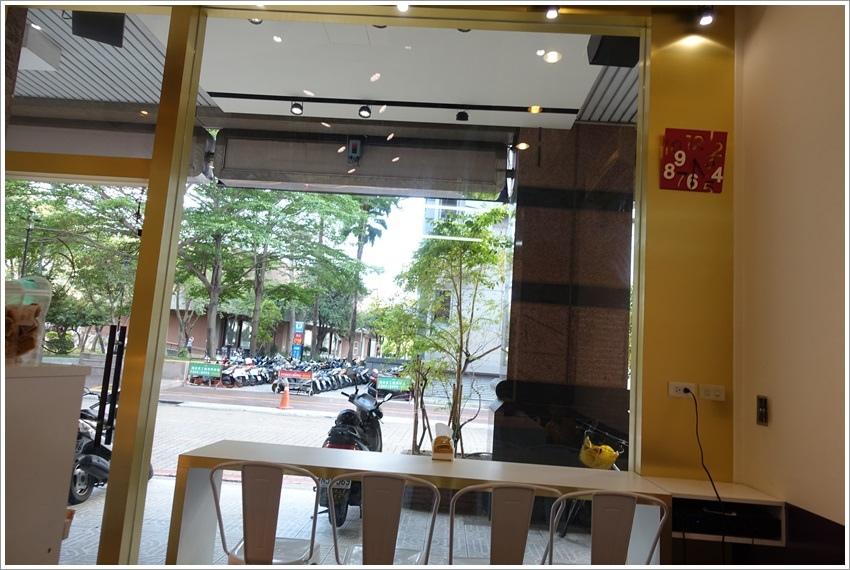 台南美食-屏息甜點工坊台南文化中心旁每週限量冰淇淋賣完就沒了