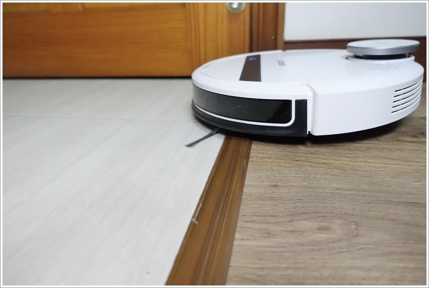 開箱-超聰明的ECOVACS ROBOTICS家庭服務機器人超低噪音省電app虛擬牆與預約功能
