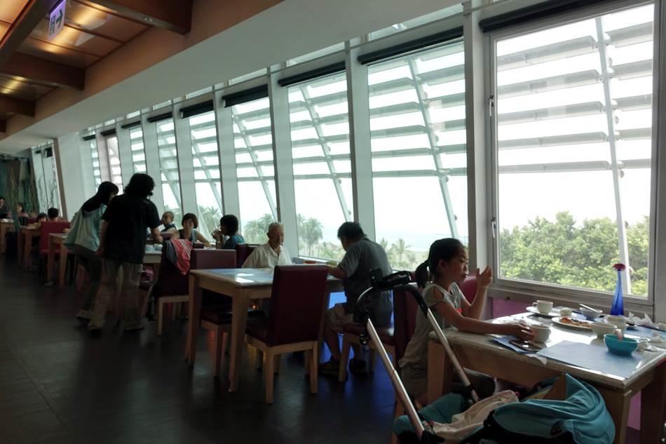 高雄親子-旗津道沙灘酒店超好逛的旗津老街沙灘玩水黑沙玩藝節面海海景BBQ烤肉超有趣