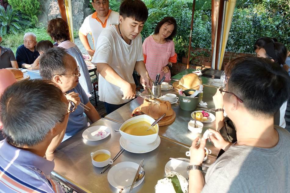 高雄隱藏版美食-奇山石窯烤麵包雞預約制超好吃連當地人都不知道的美食秘境