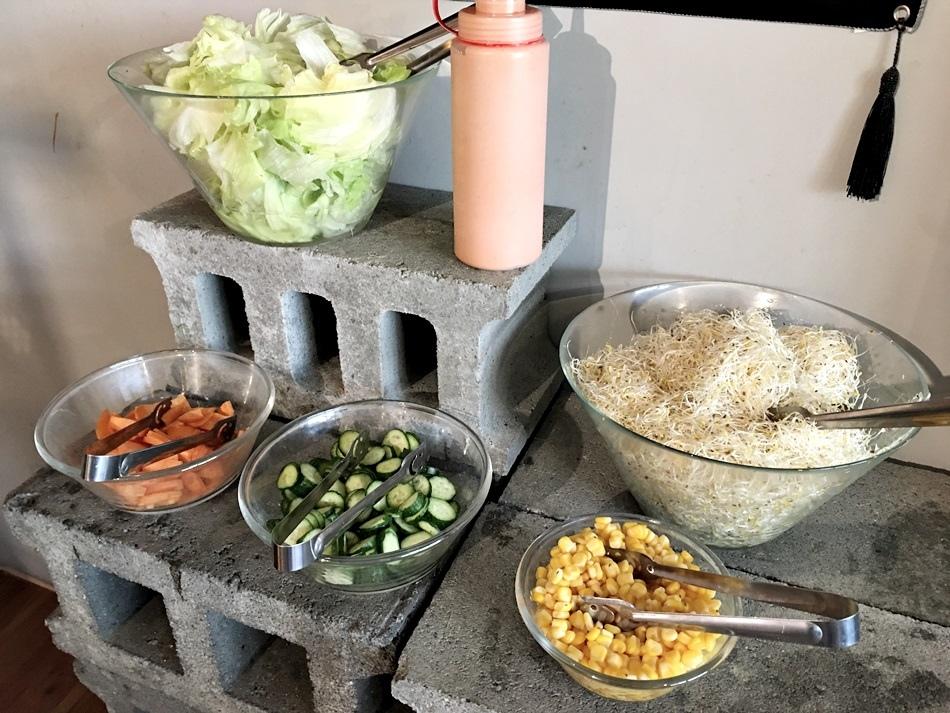 台南牛排美食-麻豆牛排19號倉庫鐵板牛排超大牛肉排大份量醬汁全都自己調配附餐比主餐更豐富