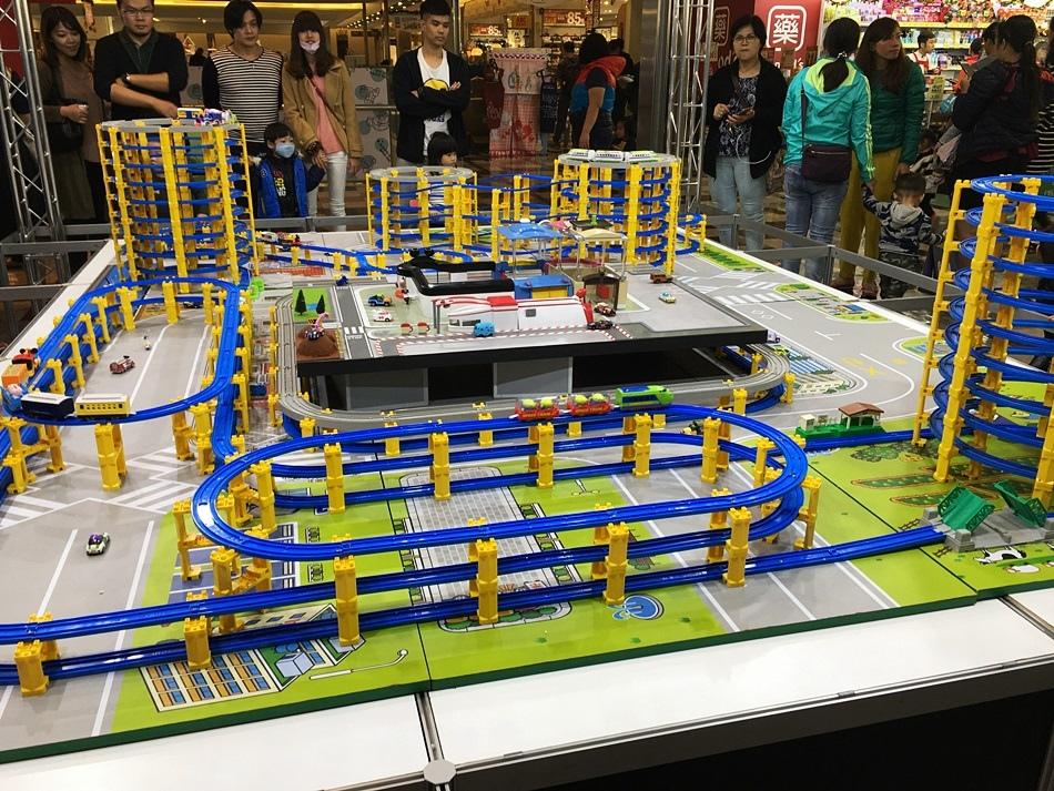台南親子-南紡購物中心TOMICA迪士尼系列小汽車10週年特展