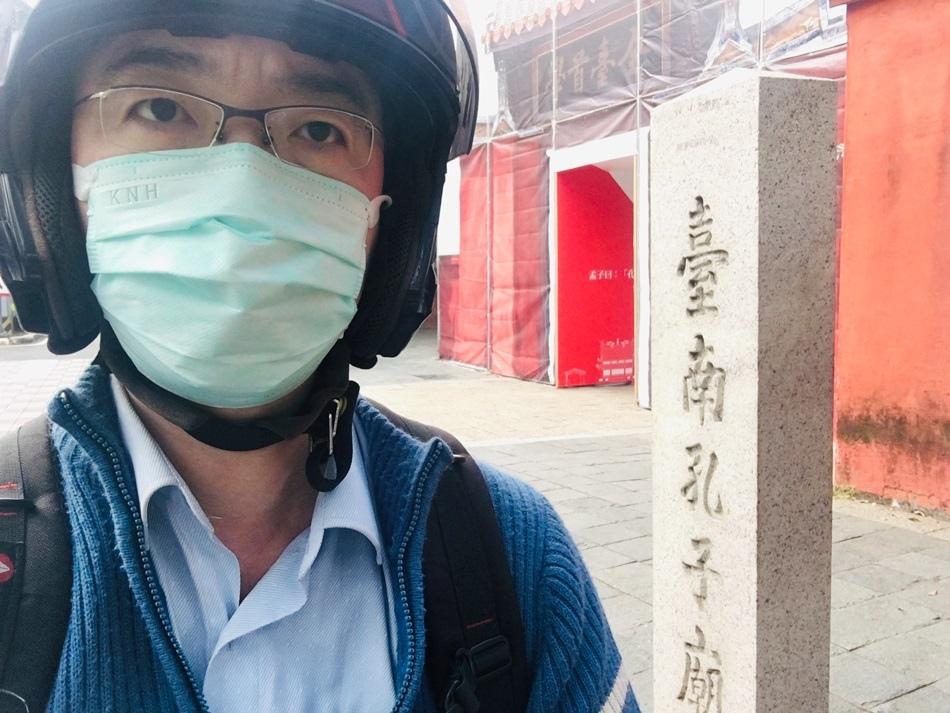 拋棄型PM2.5口罩推薦開箱-康乃馨PM2.5 Z摺口罩符合國家防霾標準透氣不悶熱