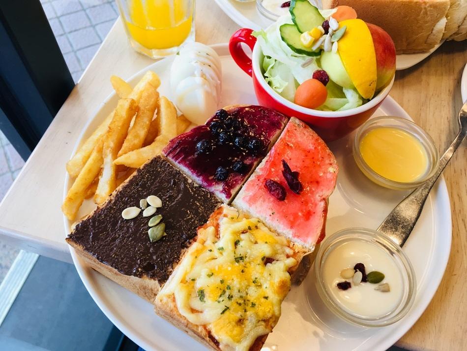 台南美食-6吋盤早午餐安平店五顏六色澎湃好吃又平價吃得好滿足
