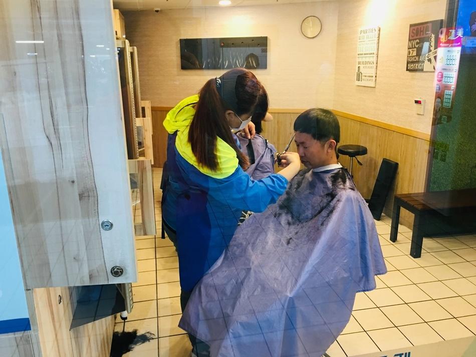 人生第一次百元快剪,不到10分鐘迅速完成剪髮