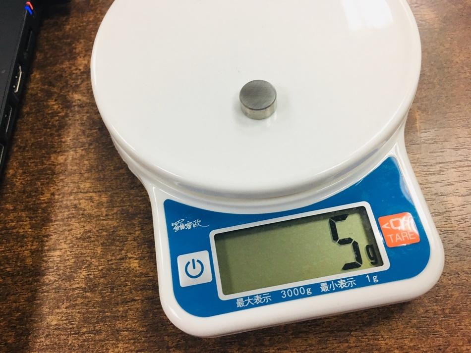 推薦電競遊戲用滑鼠LEXMA G98有線遊戲滑鼠,可調式DPI精準遊戲專用光學感應器 9個自定義按紐,可設定常用快捷鍵以及巨集 5個5公克配重砝碼價格親民,規格強悍
