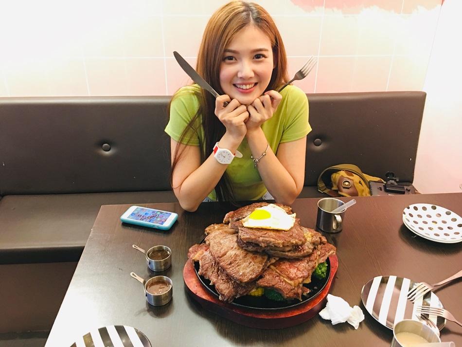 台南美食隱藏版肉丘厚切午食5分鐵板牛排麻豆店牛肉疊成山蔬果基底大拼盤這是巨人在吃的牛肉吧