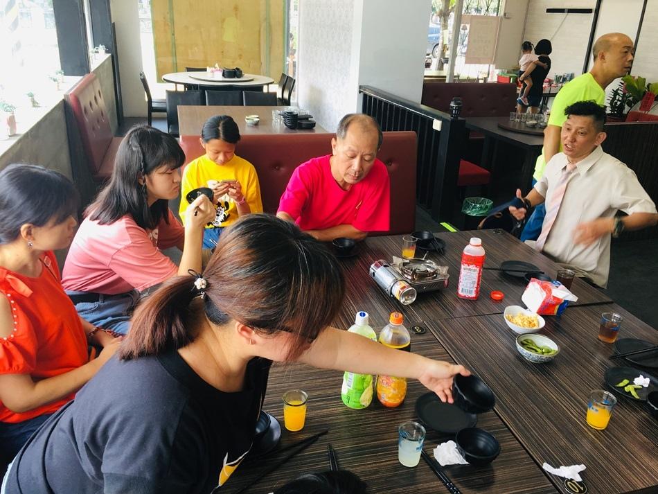 台南隱藏版美食-安平環河邊土雞城沒預訂鐵定吃不到吃雞不用到山上,好吃不是沒道理