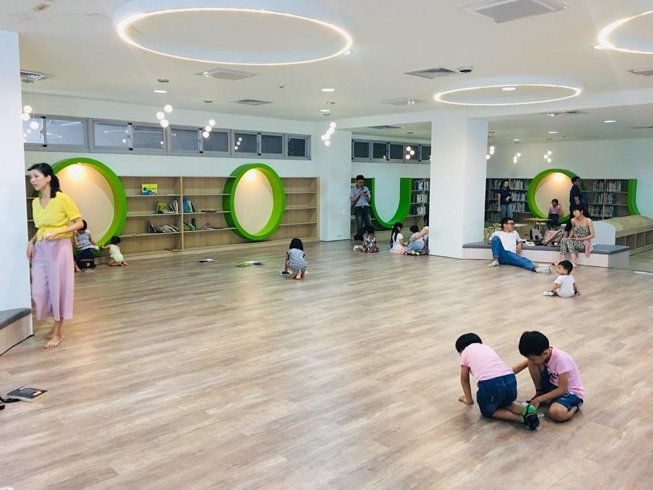 台南親子旅遊台江文化中心多邊形建築非常適合拍照打卡室內圖書館冷氣超強看書非常舒適好地方