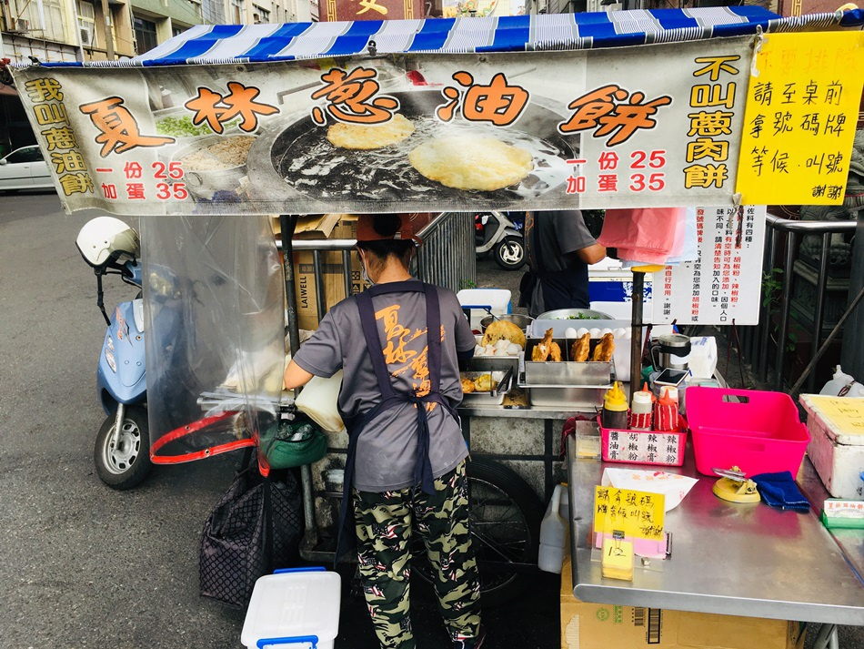 台南美食隱藏排隊夏林蔥油餅台南人知道好吃的下午茶點心一份加蛋35元搞定