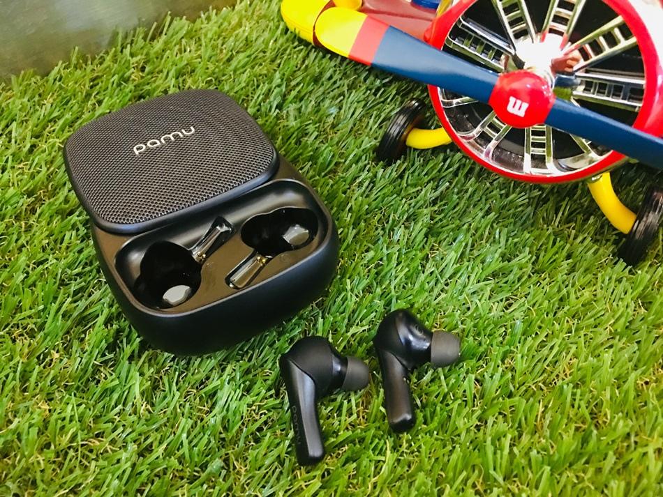 推薦真無線藍芽觸控耳機PAMU穩定的連接,強大的音質、平價、防水、超長的續航足以使用60小時可為你的iPhone無線充電
