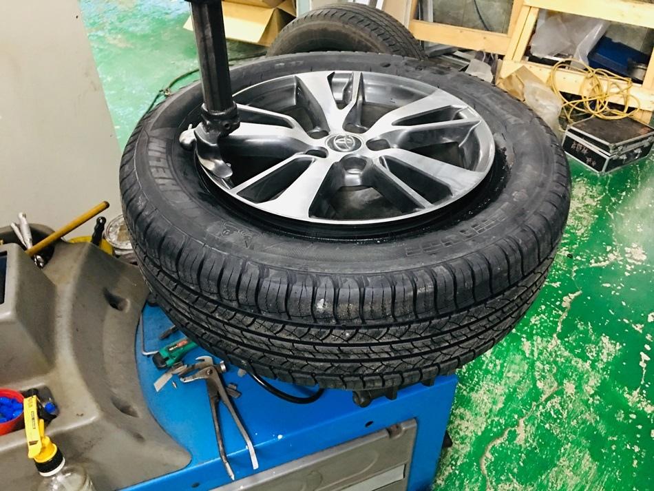 台南輪胎推薦-準豐輪胎SUV休旅車換輪胎推薦17吋米其林Michelin LATITUDE輪胎超級耐用的可跑7萬