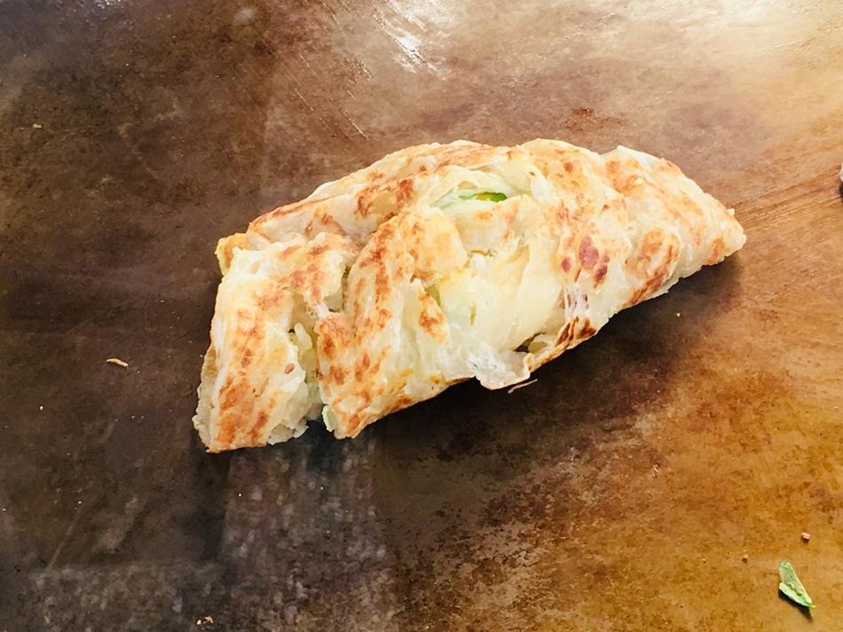 台南美食-麻豆總爺蔥抓餅總爺藝文中心旁總爺派出所對面蠻好吃的蔥抓餅