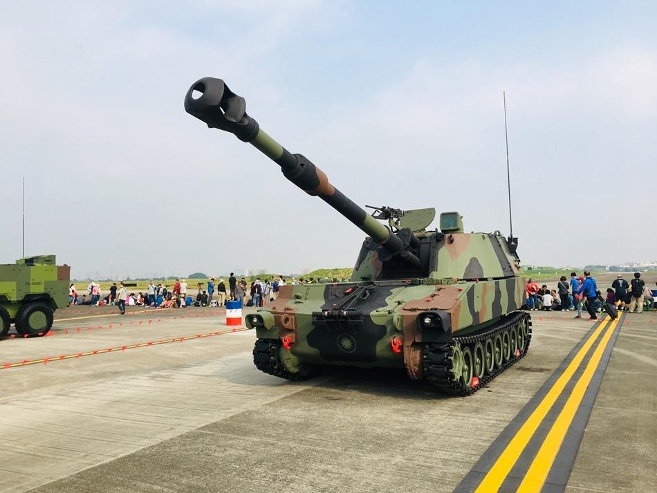 台南旅遊睽違6年2019台南空軍基地開放今年唯一場!三型主力戰機尬特技 雷虎小組表演