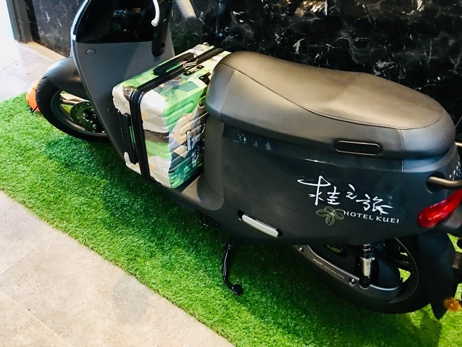 2019年登機箱推薦百夫長行李箱22吋登機箱空姐大力推薦限量四川熊貓系列材質輕巧、堅固360度超靜音飛機輪,推拉滑順,萬向輪設計