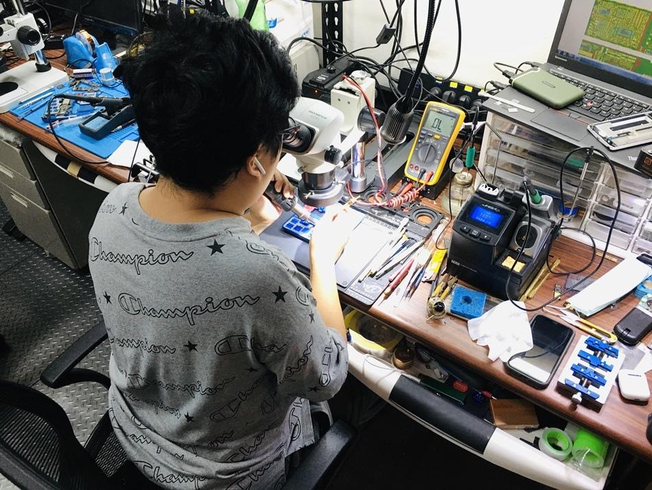 高雄iPhone手機電腦維修怪物維修專業手機維修、保養、檢測高雄怪物維修工程師皆領有乙級電腦硬體裝修技術士執照,秉持低價格高品質,專業又快速