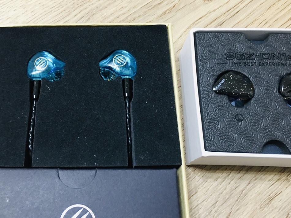 平實入門圈鐵BGVP DS1 PRO耳機圈鐵入耳式全新的鍍金動圈讓整體低頻量與聲音包覆感與整體聲場第四代高品質MMCX接口人性化的拔插設計,讓耳機增加更多擴展空間