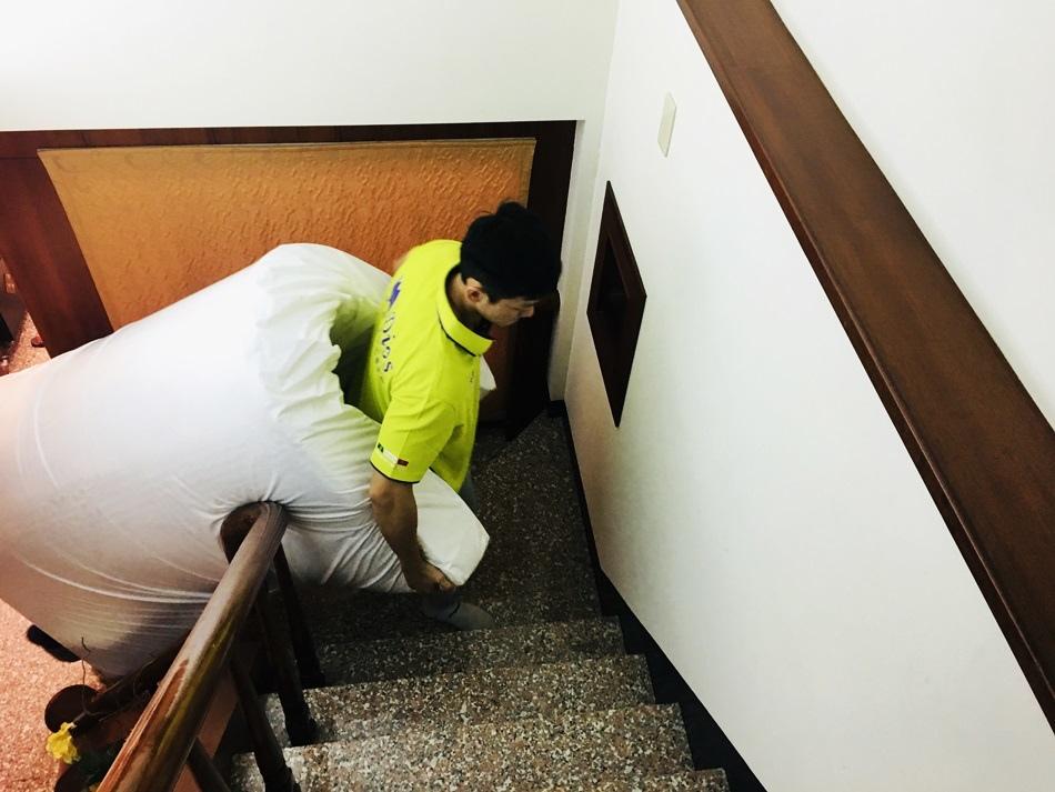 台南乳膠床墊推薦迪奧斯乳膠床20公分高全天然乳膠床墊,市面上非常稀少,天然乳膠密度全國最高用久不會塌陷枕頭仰睡側睡都很舒服