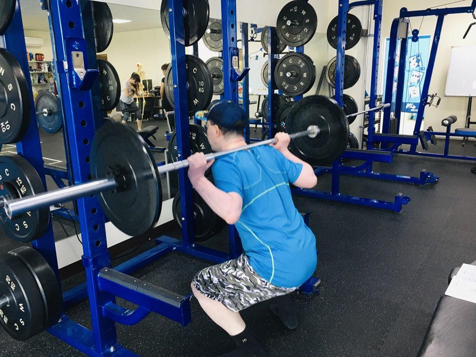 台南私人健身教練推薦│CA運動工作室為您打造獨一無二的好身材,量身訂作專屬你的健身課程!-第六堂課深蹲、負重蹲、坐姿划船、Plank超人