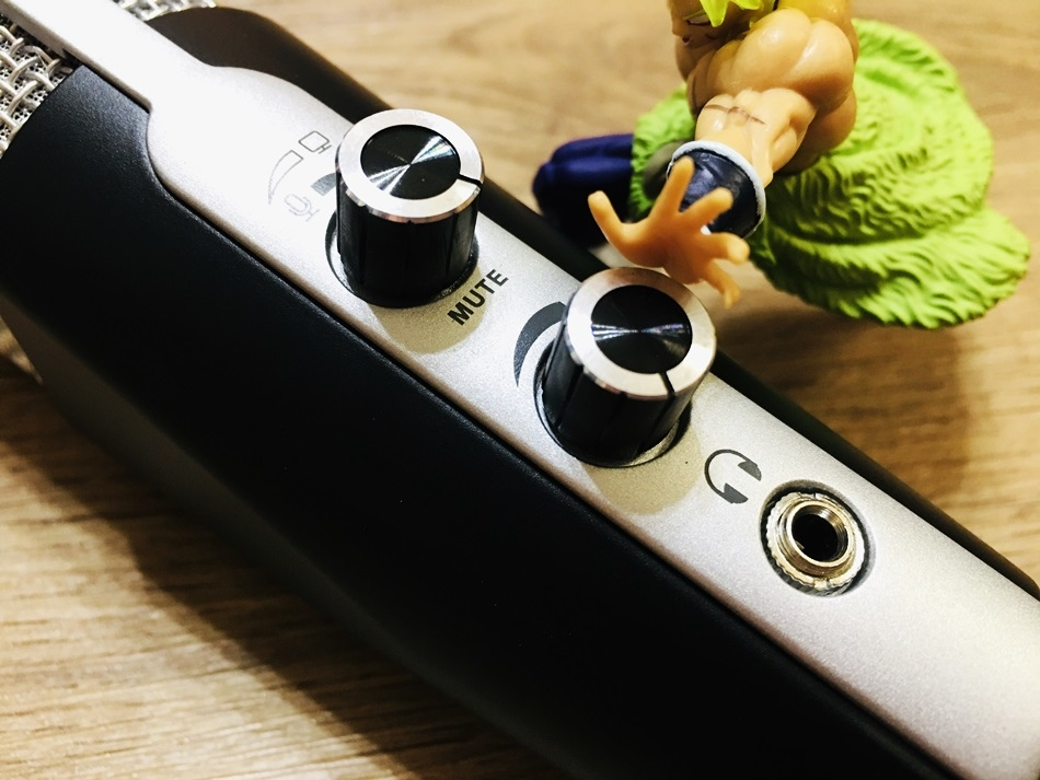 麥克風推薦專為直播、錄音設計│直播線上課程專用YTM-132U省荷包不必犧牲品質!電容式麥克風錄音室等級音質附三腳架防噴器