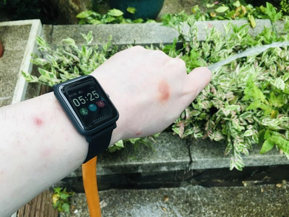 GPS運動錶推薦│Amazfit Bip S智能手錶曜石黑,支援10種智能運動可更換手錶錶面,24小時心律偵測,健康評估好幫手,外型時尚讓手腕更有型5ATM防水GPS雙衛