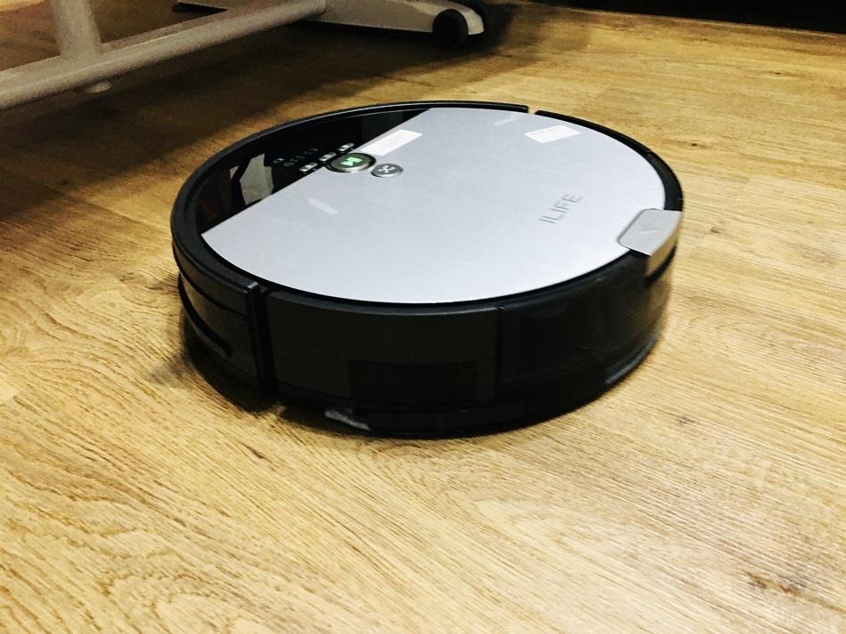 IMG_5179A掃地機器人推薦ILIFE V8s掃地拖地頂級兩用機器人4種清潔模式集塵箱雙重過濾系統,獨家的i-Dropping系統可精確的控制施放的水量,防止地板受潮