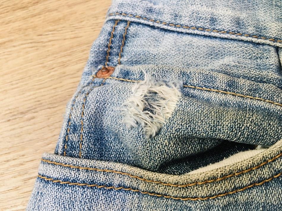 台南牛仔褲修補大盛牛仔中心Levi%5Cs牛仔褲破洞修補養到破掉的褲子快速修補好看又便宜牛仔褲修改技術很好,超出期望值許多!價錢也很便宜  地址: 700中西區民權路一段43