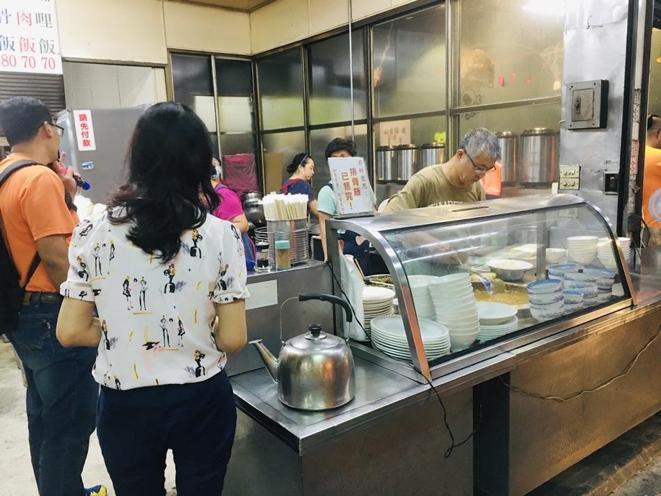 台南美食│上富小吃排骨飯在地最強排骨飯藏身鐵皮屋-入口即化配菜就酸菜為主