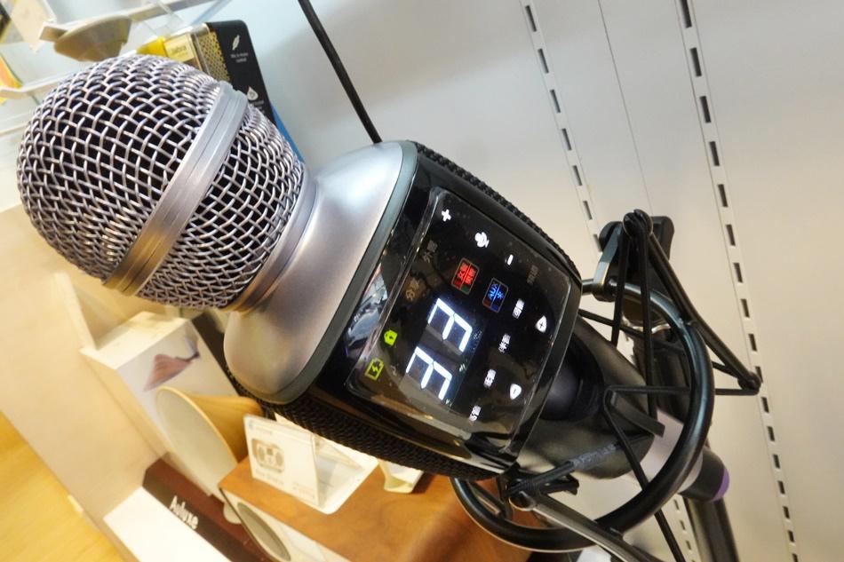 行動無線藍牙k歌麥克風│H-88藍牙連線k歌神器行動KTV麥克風搭配專業抗噪監聽耳罩式耳機一鍵快速優化您的聲音7W大功率喇叭並搭配超重低音震膜系統