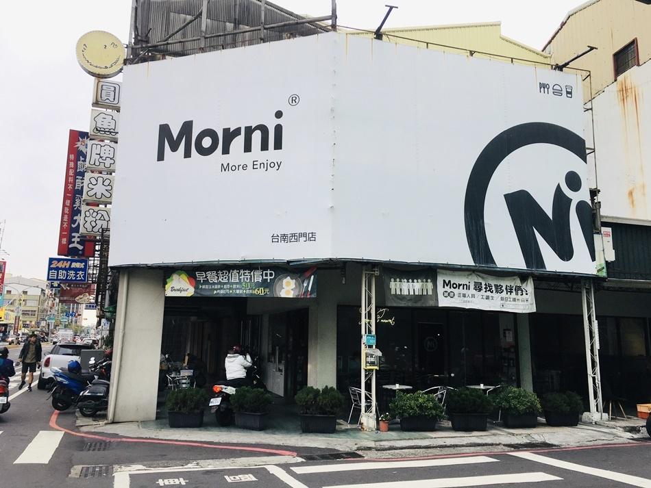 台南早午餐推薦│莫尼早餐Morni三角窗的大空間提供吃飽的早午餐和正餐好停車可外送