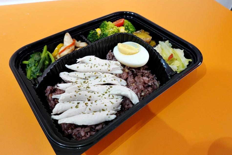 高雄低卡健康餐盒推薦洋爸爸健康餐盒左營店沒有油膩便當,沒有水煮菜,沒有生酮餐可外送服務