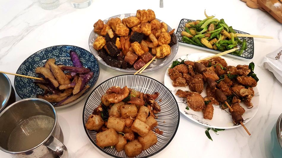台中南屯美食好吃熊掌香雞排(問事香雞排)鹹酥雞必吃,有緣人問事,二訪好吃排隊雞排,鹹酥雞的香氣深深地把我拉住