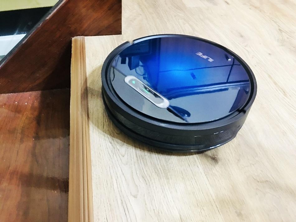 2021網路評價掃地機器⼈推薦│ILIFE B5 Max掃地機器⼈震動拖地,掃拖同時無需拔出集塵箱,實體虛擬牆,隨⼿放置使⽤簡單操作,耗材超便宜,平均每樣都不到百元