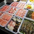 高雄火鍋舞古賀鍋物義享天地,可外帶加量不加價,外帶一率七五折,在家還是可以吃外帶生猛海鮮