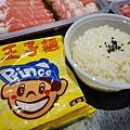 DSC03415高雄火鍋舞古賀鍋物義享天地,可外帶加量不加價,外帶一率七五折,在家還是可以吃外帶生猛海鮮